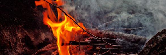 ein Lagerfeuer in der Nahaufnahme